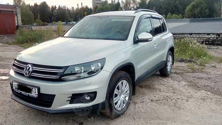 Volkswagen Tiguan, 2013 год, 919 000 руб.