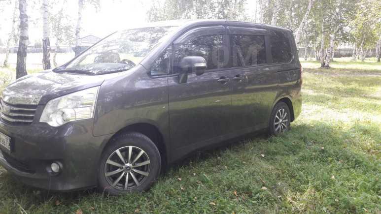 Toyota Noah, 2010 год, 720 000 руб.