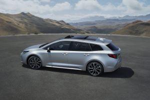 Toyota показала новую Короллу-универсал, которую представит в Париже