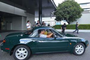 Mazda передала первый отреставрированный родстер MX-5 владельцу
