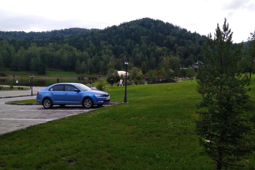 До места проведения тест-драйва я приехал своим ходом на личной Шкода Рапид. Средний расход топлива на маршруте в 445 км у 1.4 TSI составил 4,4 литра на 100 км