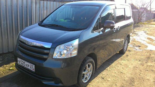 Toyota Noah 2007 - отзыв владельца