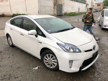 Toyota Prius PHV 2014 - отзыв владельца