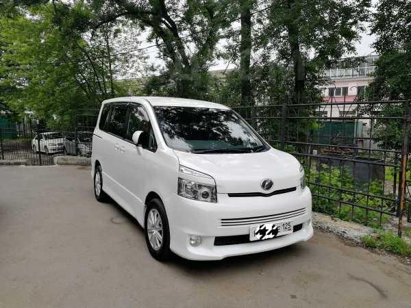 Toyota Voxy, 2010 год, 960 000 руб.