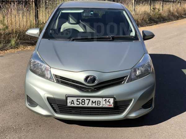 Toyota Vitz, 2012 год, 430 000 руб.
