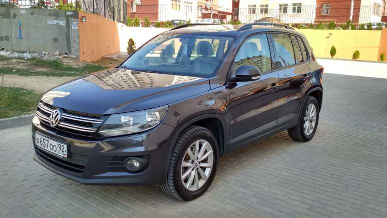 Volkswagen Tiguan, 2015 год, 1 090 000 руб.