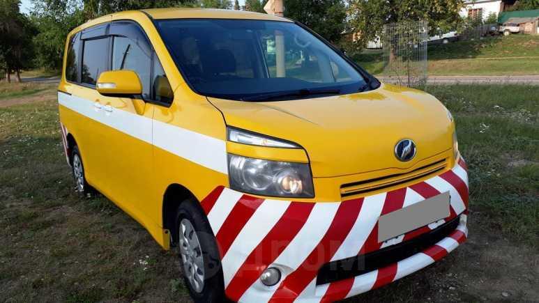 Toyota Voxy, 2009 год, 550 000 руб.