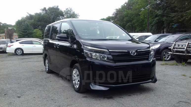 Toyota Voxy, 2014 год, 1 100 000 руб.