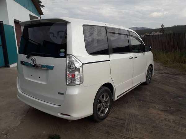 Toyota Voxy, 2012 год, 1 055 000 руб.