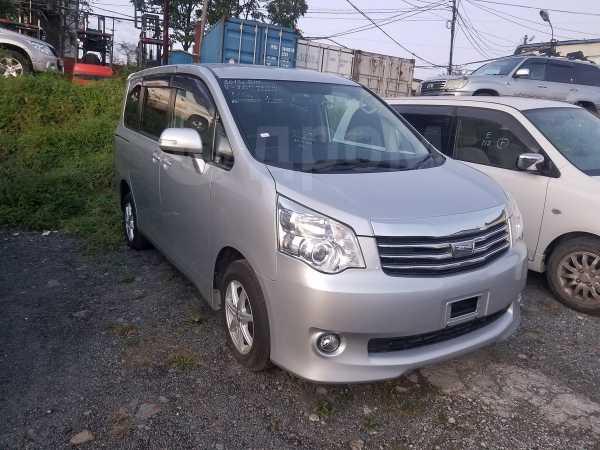 Toyota Noah, 2013 год, 940 000 руб.