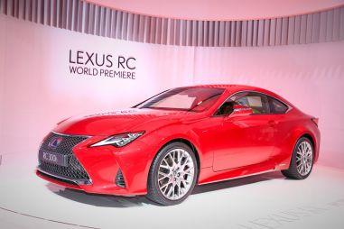 Компактное купе Lexus RC подвергли обновлению: необычные фары ушли в историю