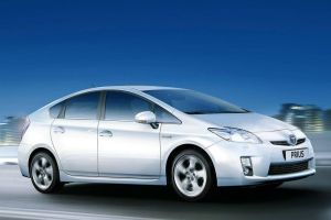 Toyota отзовет 2,4 млн гибридов из-за риска потерять мощность на ходу