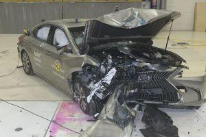 В Euro NCAP впервые разбили водородный автомобиль и гибридный Lexus