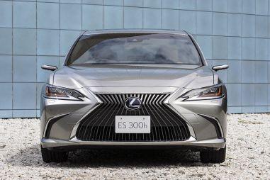 В Японии стартовали продажи Lexus ES (в т. ч. в версии с камерами вместо зеркал)