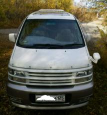 Nissan Elgrand, 2000