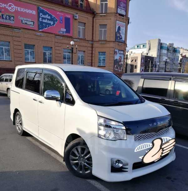 Toyota Voxy, 2013 год, 1 097 000 руб.