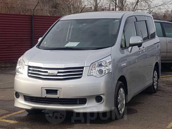 Toyota Noah, 2013 год, 1 035 000 руб.