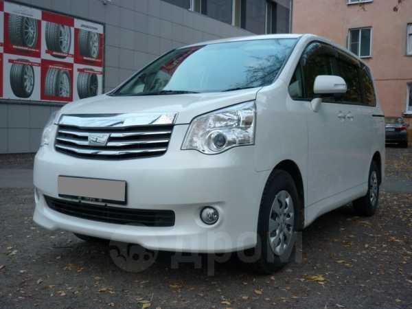 Toyota Noah, 2013 год, 1 240 000 руб.