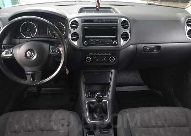 Volkswagen Tiguan, 2012 год, 810 000 руб.