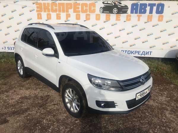 Volkswagen Tiguan, 2015 год, 1 010 000 руб.