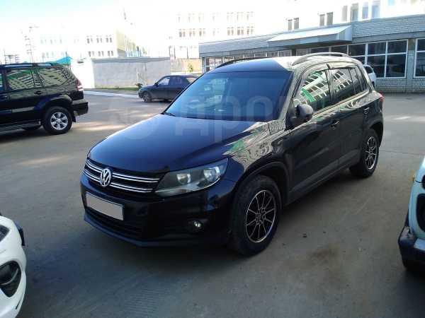 Volkswagen Tiguan, 2012 год, 800 000 руб.