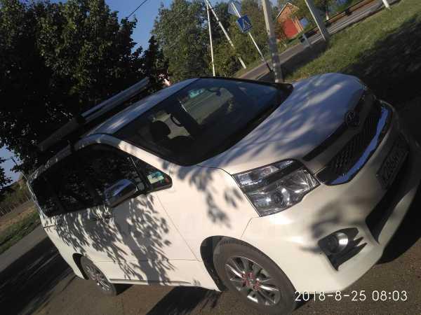 Toyota Voxy, 2013 год, 1 300 000 руб.