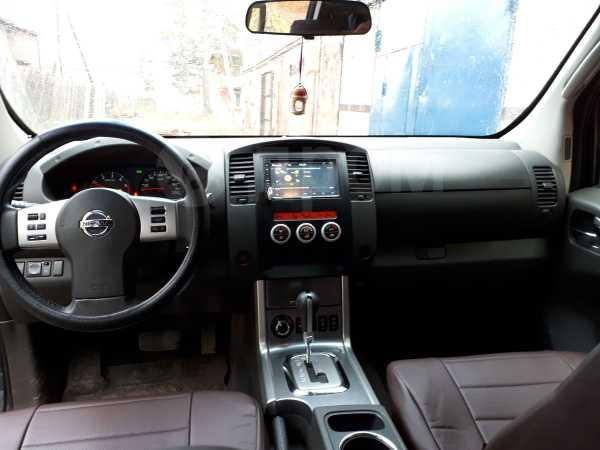 Nissan Navara, 2011 год, 860 000 руб.