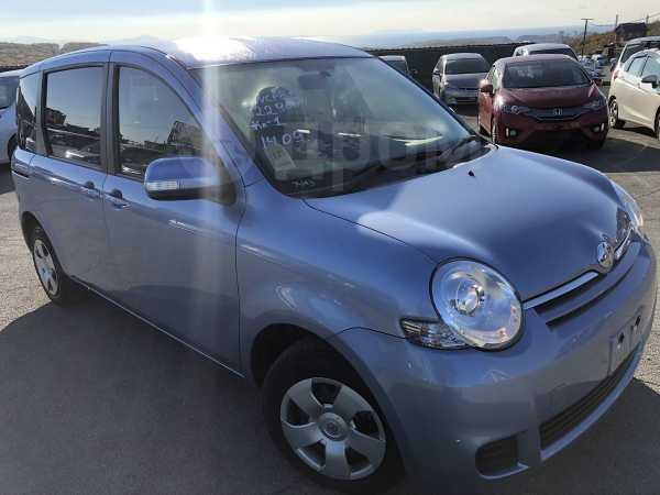 Toyota Sienta, 2015 год, 555 000 руб.