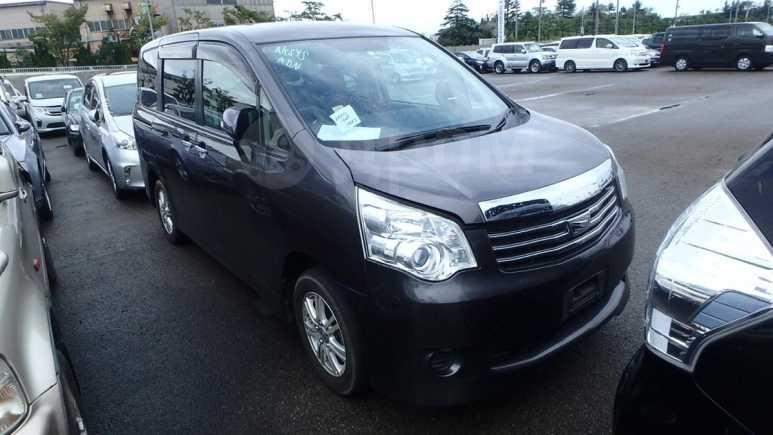 Toyota Noah, 2013 год, 1 055 000 руб.