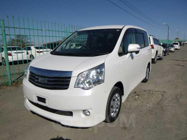 Toyota Noah, 2013 год, 850 000 руб.