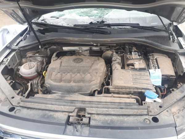 Volkswagen Tiguan, 2017 год, 850 000 руб.