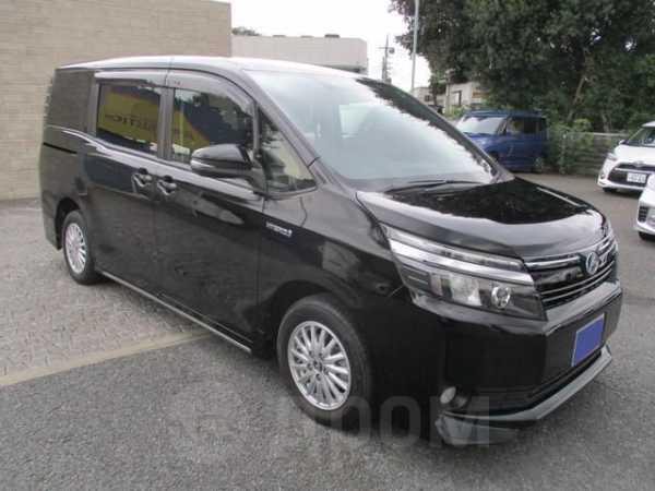 Toyota Voxy, 2015 год, 915 000 руб.