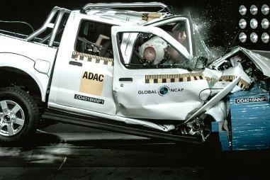 Nissan NP300 поколения D22 провалил краш-тест Global NCAP