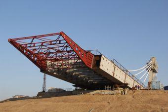 Монтаж всех пролетов завершат к весне. В середине марта запланирована стыковка двух сторон моста — российской и китайской.