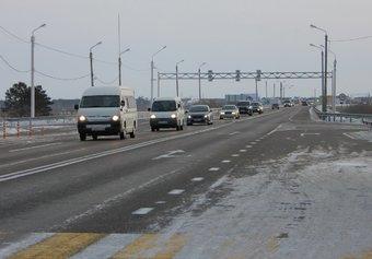 В районе строительства двухуровневой транспортной развязки действует ограничение скорости — 70 км/ч.