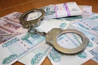 Наказание ему назначили не условное, а вполне реальное: четыре года колонии общего режима и штраф в полмиллиона рублей.