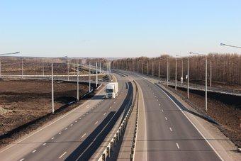 К 2024 году всю трассу между двумя городами планируют расширить до четырех полос.