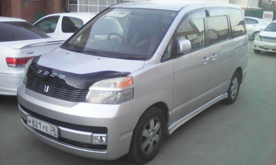 Toyota Voxy 2002 - отзыв владельца