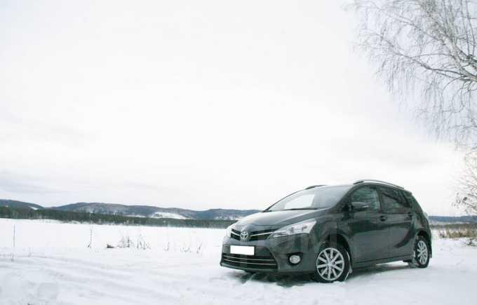Toyota Verso, 2013 год, 957 000 руб.
