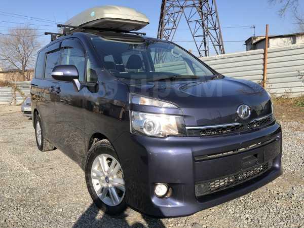 Toyota Voxy, 2013 год, 960 000 руб.