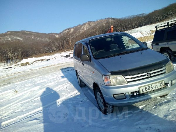 Toyota Town Ace Noah, 1997 год, 325 000 руб.