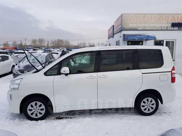 Toyota Noah, 2013 год, 1 178 000 руб.