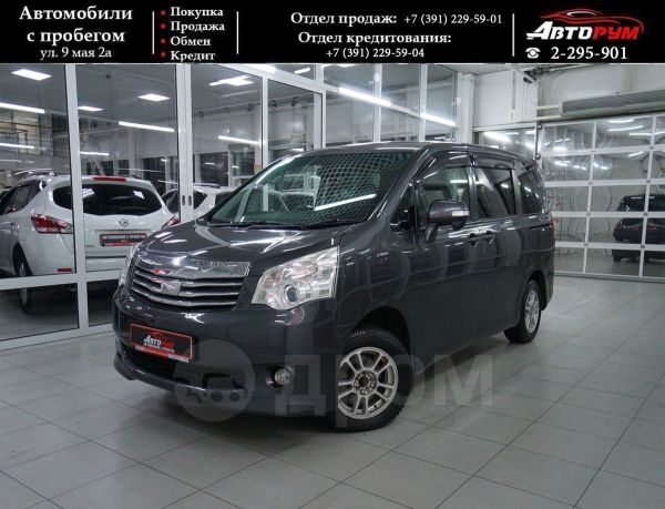 Toyota Noah, 2010 год, 799 000 руб.