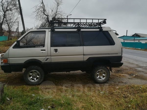 Nissan Largo, 1990 год, 280 000 руб.