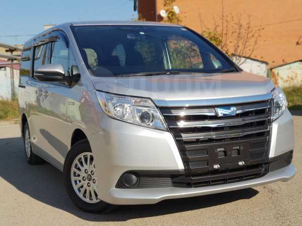 Toyota Noah, 2015 год, 1 400 000 руб.