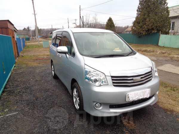 Toyota Noah, 2012 год, 920 000 руб.