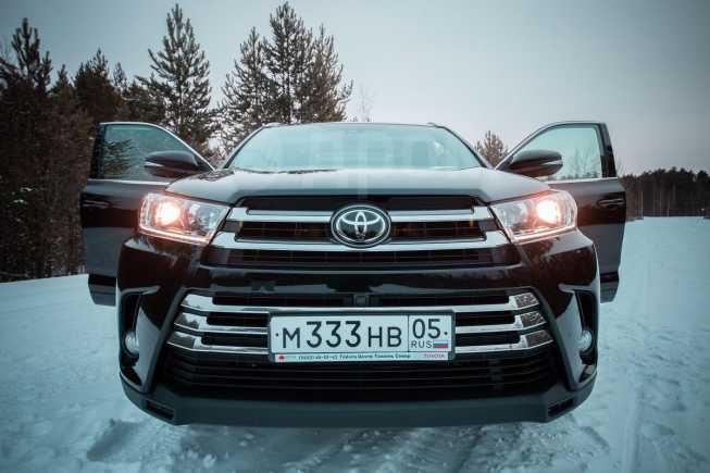 Toyota Highlander, 2017 год, 3 140 000 руб.