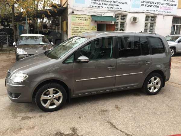 Volkswagen Touran, 2009 год, 635 000 руб.