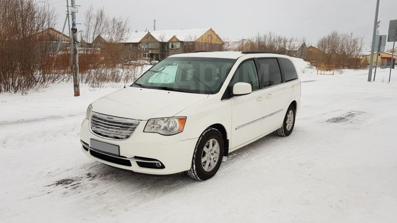 Chrysler Town&Country, 2010 год, 1 150 000 руб.