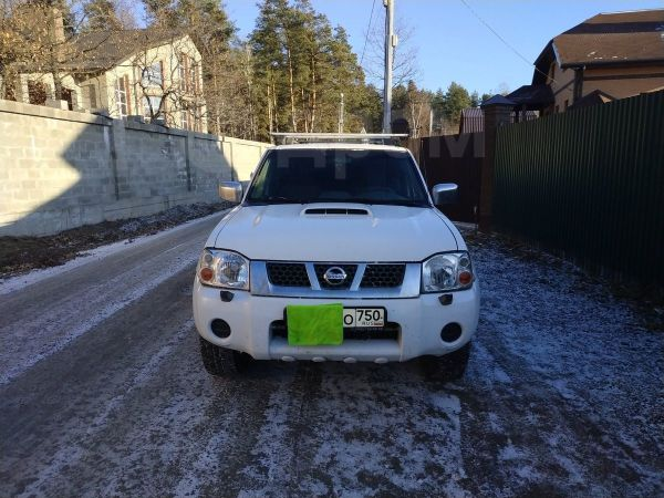 Nissan NP300, 2012 год, 545 000 руб.